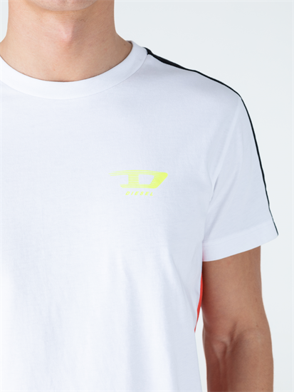 Bild von T-Shirt in Colourblock-Optik mit Logo