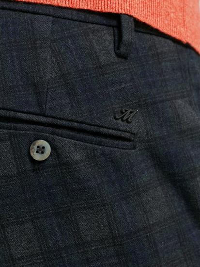 Bild von Chinohose mit Karo-Muster