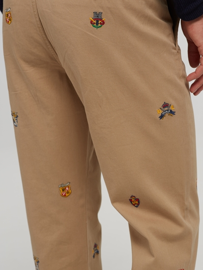 Image sur Chino Straight Fit et broderies