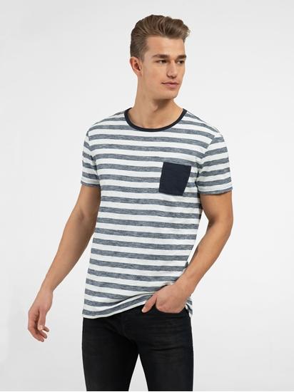 Image sur T-shirt à rayures et poche poitrine