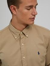 Bild von Hemd mit Logo im Custom Fit