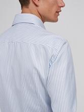 Bild von Hemd mit Struktur und Streifen
