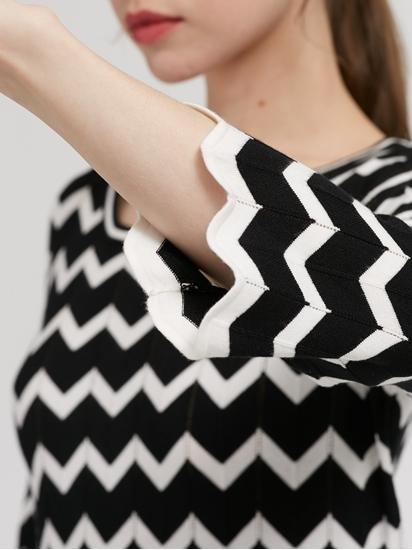 Bild von Strickkleid mit ZickZack-Muster