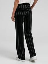 Image sur Pantalon à rayures et ceinture à nouer