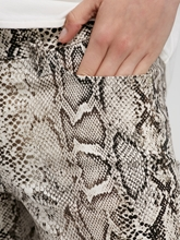 Bild von Verkürzte Hose mit Schlangen Print PARLA