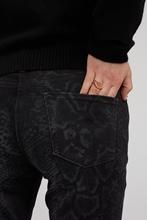Bild von Jeans mit Schlangen-Print PARLA
