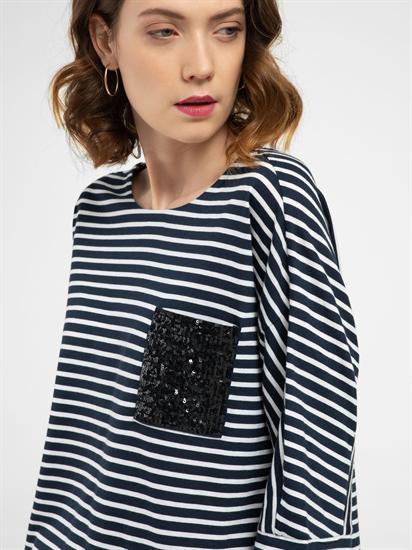 Image sur T-shirt à rayures avec pochette