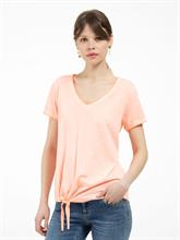 Bild von T-Shirt mit Knoten