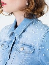 Bild von Jeansjacke mit Perlen und Schösschen