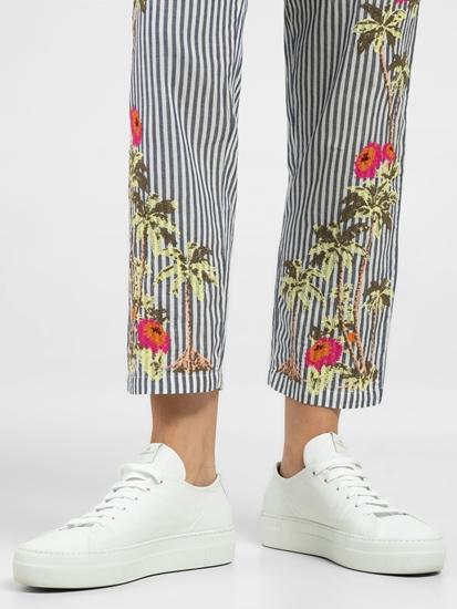 Bild von Hose mit Streifen und Stickerei
