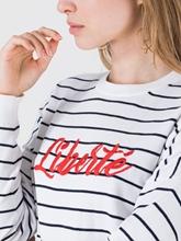 Bild von Pullover mit Streifen und Schriftzug