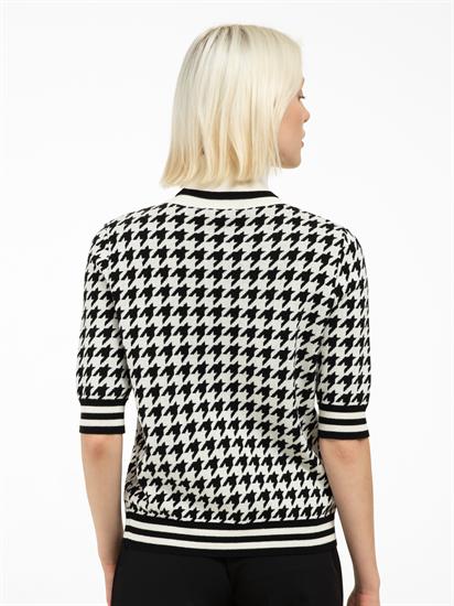 Bild von Strickpullover mit Hahnentritt-Muster