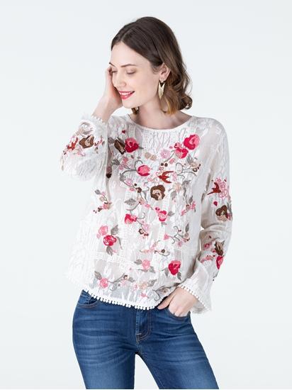 Bild von Blusenshirt aus Material-Mix mit Blumenstickerei