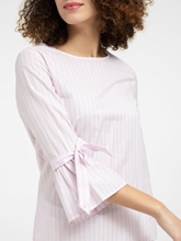 Bild von Bluse mit Streifen und Schleifen am Ärmel