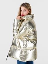 Bild von Daunenjacke mit metallischem Glanz