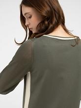Bild von Strickkleid mit seitlichem Streifen
