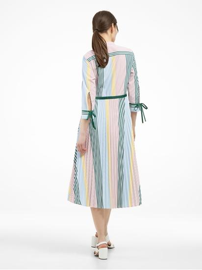 Image sur Robe à rayures et plissé