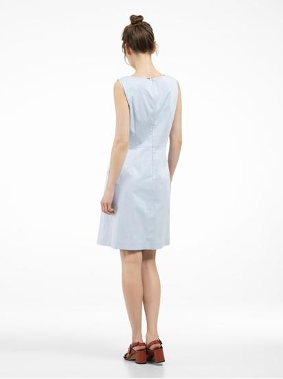 Bild von Kleid mit Micro-Muster und Falten