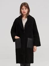 Image sur Manteau fourrure de mouton et poches cuir plaquées