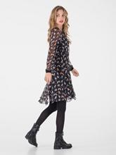 Bild von Kleid aus Seide mit Print und Rüschen