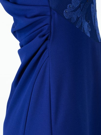 Bild von Abendkleid mit Spitze am Rücken