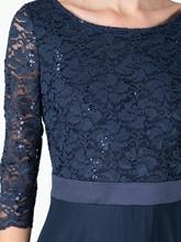Bild von Abendkleid mit Spitze und Pailletten