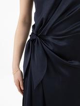 Bild von Abendkleid in Wickel-Optik