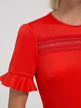 Bild von Kleid mit Spitze und Rüschen