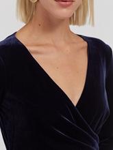 Bild von Kleid aus Samt in Wickel-Optik