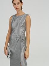 Bild von Abendkleid mit Brosche