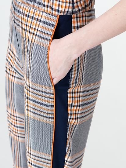Bild von Hose mit Karo und seitlichen Streifen