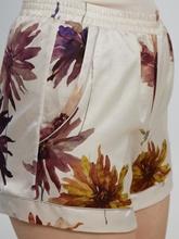 Image sur Short en satin avec imprimé floral