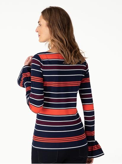 Bild von Pullover mit Streifen und Trompetenärmeln