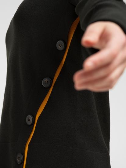 Bild von Pullover mit Knöpfen und Kontraststreifen