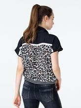 Bild von Shirt mit Leo-Print und Stehkragen