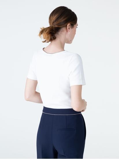 Bild von T-Shirt mit Perlen am Kragen