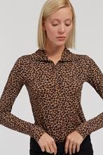 Bild von Shirt mit geknöpftem Kragen und Leo-Print