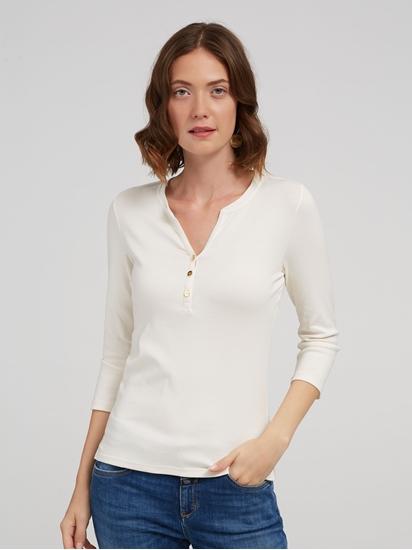Bild von Shirt mit Knöpfen