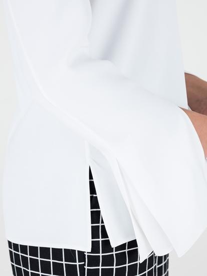 Bild von Bluse mit Falten an der Manschette