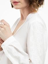 Bild von Bluse mit Schösschen und Stickerei