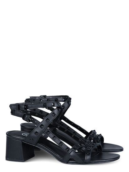 Bild von Sandaletten mit Nieten