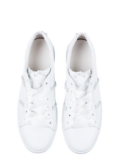 Bild von Sneakers mit Perlen