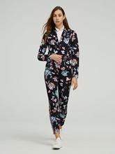Bild von Anzug mit Blumen-Print
